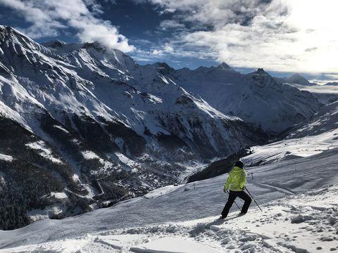 Mountainous landforms, Mountain, Mountain range, Snow, Geological phenomenon, Alps, Ridge, Sky, Moraine, Piste,
