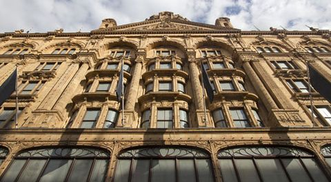 Daytime, Architecture, Facade, Building, Landmark, Apartment, Material property, Symmetry, Mixed-use, Commercial building,