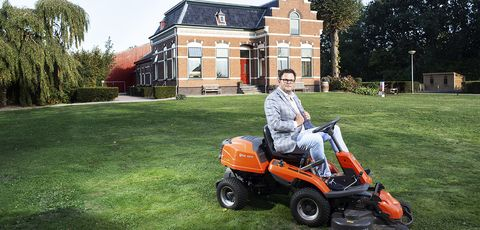 Lawn, Vehicle, Mower, Grass, Lawn mower, Outdoor power equipment, Riding mower, House, Tree, Tool,