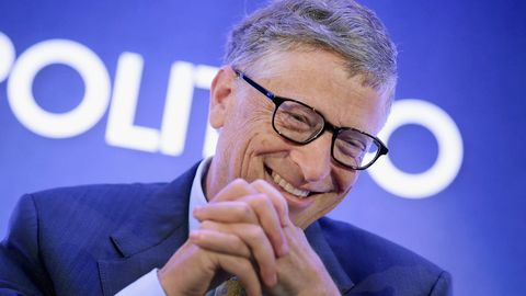 nose, eyewear, chin, glasses, spokesperson, finger, vision care, gesture, businessperson, smile,