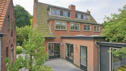 Property, Home, House, Building, Real estate, Residential area, Estate, Window, Neighbourhood, Facade,