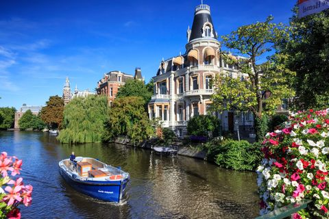 Body of water, Water transportation, Waterway, Canal, Water, River, Natural landscape, Town, Sky, Channel,