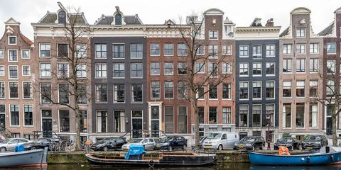Water transportation, Waterway, Canal, Boat, Property, Channel, Vehicle, Building, Water, Mixed-use,