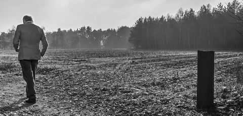 White, Black, Photograph, Black-and-white, Atmospheric phenomenon, Monochrome photography, Tree, Monochrome, Standing, Sky,