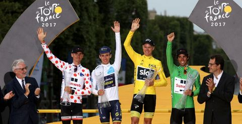 Sports uniform, Championship, Bicycles--Equipment and supplies, Cycling shorts, Jersey, Competition, Bicycle jersey, Racing, Bicycle helmet, Gesture,