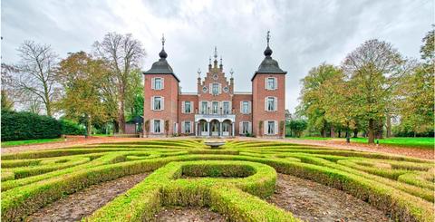 Château, Estate, Building, Landmark, Property, Mansion, Palace, Castle, Stately home, Architecture,