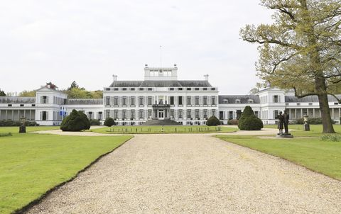 estate, building, property, mansion, palace, manor house, official residence, presidential palace, lawn, stately home,