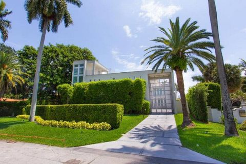 Property, Home, Vegetation, Green, House, Tree, Real estate, Palm tree, Building, Daytime,