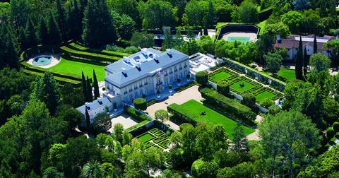 Bird's-eye view, Aerial photography, Estate, Green, Natural landscape, Building, Mansion, Landscape, Architecture, House,