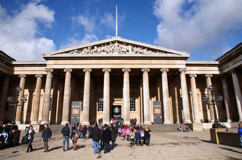 Architecture, Building, Classical architecture, Landmark, Ancient roman architecture, Tourist attraction, Roman temple, Sky, Column, Tourism,