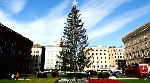 Tree, Landmark, Nature, Town, Building, Property, Human settlement, Architecture, Public space, City,