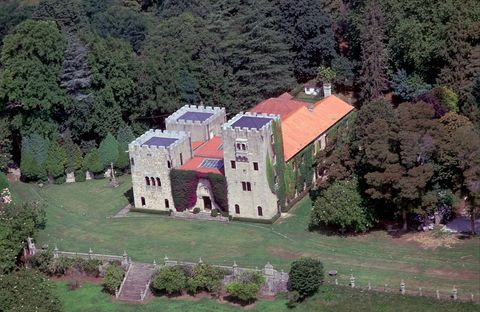 Property, House, Home, Estate, Building, Architecture, Aerial photography, Mansion, Real estate, Tree,