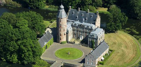 Château, Estate, Castle, Aerial photography, Building, Mansion, Bird's-eye view, Stately home, Architecture, Manor house,