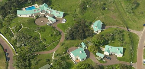 Aerial photography, Residential area, Bird's-eye view, Property, Land lot, Estate, House, Urban design, Landscape, Suburb,