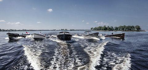 Boat, Vehicle, Water transportation, Wave, Yacht, Luxury yacht, Watercraft, Sea, Wind wave, Speedboat,