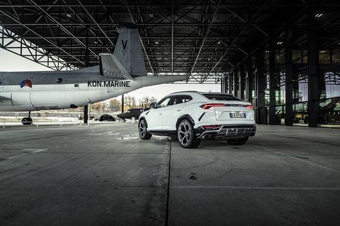 Land vehicle, Vehicle, Car, Luxury vehicle, Automotive design, Mid-size car, Personal luxury car, Airplane, Family car, Sport utility vehicle,