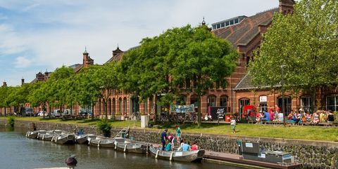Waterway, Canal, Water transportation, Town, River, Human settlement, Water, City, Building, Channel,