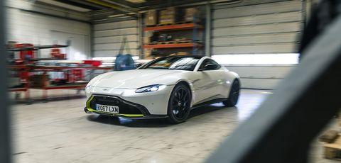 Land vehicle, Vehicle, Car, Sports car, Automotive design, Performance car, Supercar, Personal luxury car, Rim, Coupé,