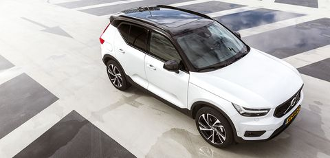 Land vehicle, Vehicle, Car, Motor vehicle, Automotive design, Crossover suv, Rim, Automotive tire, Bumper, Luxury vehicle,