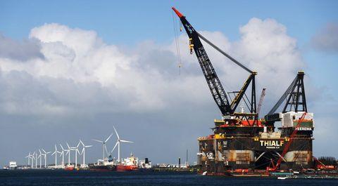 Vehicle, Crane, Watercraft, Crane vessel (floating), Construction equipment, Jackup rig, Boat, Ship, Machine, Port,
