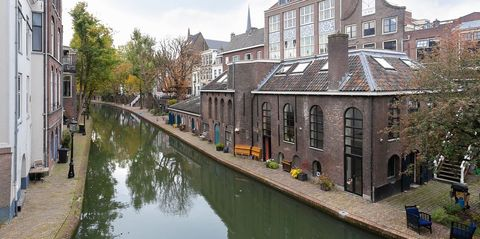 Canal, Waterway, Body of water, Water, Town, Building, Channel, River, Watercourse, Architecture,