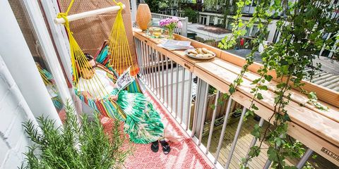 Backyard, Fence, Herb, Outdoor table, Outdoor furniture, Porch, Deck, Yard, Home fencing, Baluster,