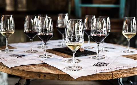 Stemware, Wine glass, Champagne stemware, Drinkware, Glass, Drink, Tableware, Wine, Alcoholic beverage, Restaurant,