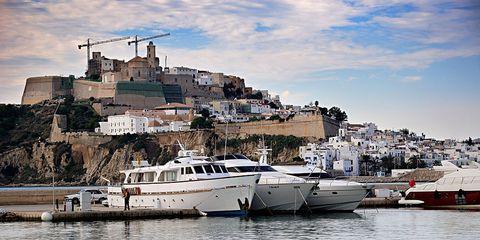 Water transportation, Boat, Yacht, Harbor, Vehicle, Luxury yacht, Marina, Sky, Town, Mode of transport,