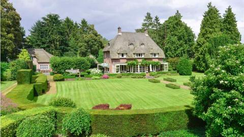 Property, Estate, Garden, House, Natural landscape, Lawn, Home, Cottage, Land lot, Grass,