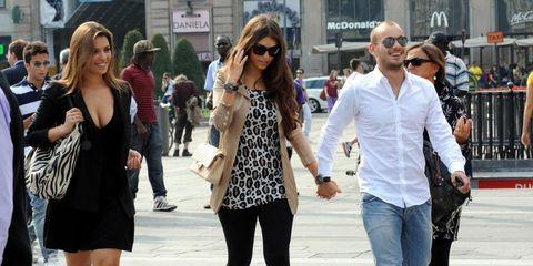 People, Street fashion, Eyewear, Fashion, Sunglasses, Snapshot, Jeans, Human, Outerwear, Footwear,