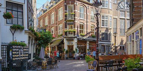 Neighbourhood, Town, Building, Street, Mixed-use, City, Human settlement, Urban area, Property, Architecture,