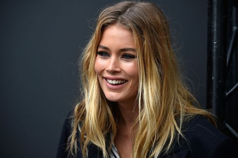 Hair, Face, Blond, Facial expression, Hairstyle, Eyebrow, Beauty, Long hair, Lip, Smile,
