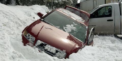 Motor vehicle, Winter, Automotive exterior, Vehicle, Land vehicle, Freezing, Snow, Automotive parking light, Car, Glass,