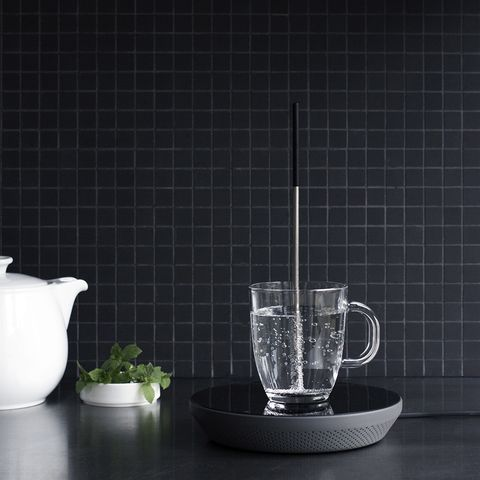 "<div>With <a href=""http://miito.de/"">Miito</a>, there's no need to heat up excess water: Just immerse the rod in water, using whatever cup you have available,&nbsp;and place it on&nbsp;the induction base. Hot liquid! The rod can also be used to reheat your coffee or soup.&nbsp;</div>"