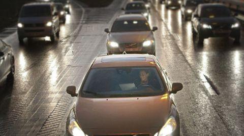 Motor vehicle, Mode of transport, Automotive design, Land vehicle, Vehicle, Automotive mirror, Car, Road, Transport, Infrastructure,