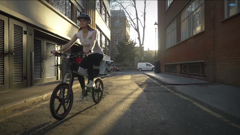 Bicycle tire, Wheel, Bicycle wheel, Mode of transport, Bicycle frame, Neighbourhood, Bicycle wheel rim, Bicycle, Bicycle fork, Bicycle part,