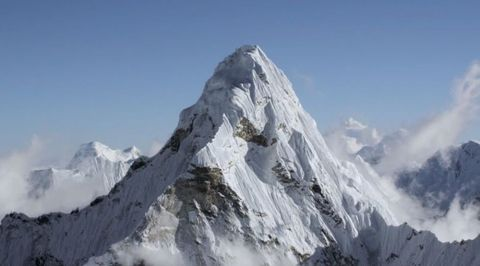 This is Mount Everest at 20,000 Feet in Stunning UltraHD