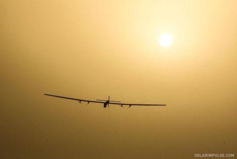 Airplane, Yellow, Atmosphere, Astronomical object, Aircraft, Amber, Atmospheric phenomenon, Flight, Sun, Sunlight,