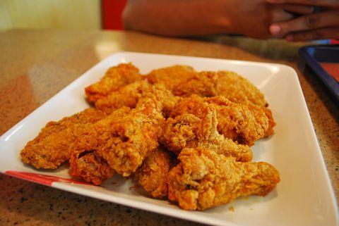 Food, Finger food, Fried food, Deep frying, Chicken meat, Dish, Pakora, Plate, Tableware, Dishware,