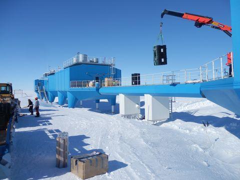 Winter, Slope, Freezing, Snow, Ice, Crane, Construction equipment, Arctic, Ice cap, Baggage,