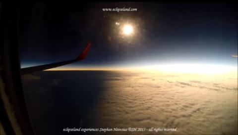 Atmosphere, Atmospheric phenomenon, Astronomical object, Horizon, Sunlight, Aircraft, Light, Flight, Air travel, Aviation,