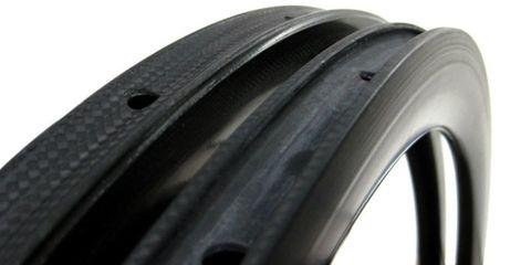 Automotive tire, Rim, Synthetic rubber, Bicycle tire, Tread, Bicycle wheel rim, Fender, Carbon, Black, Grey,