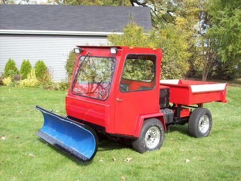 Grass, Automotive tire, Fender, Tread, Lawn, Auto part, Shrub, Garden, Automotive wheel system, Yard,