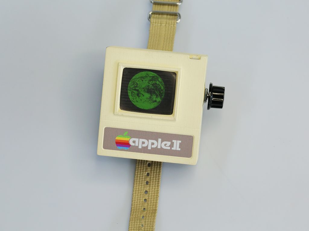 Put 1977 on Your Wrist With the Apple II Watch