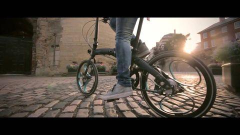 Bicycle tire, Wheel, Bicycle wheel rim, Bicycle wheel, Bicycle, Spoke, Bicycle frame, Bicycle part, Bicycle fork, Rim,