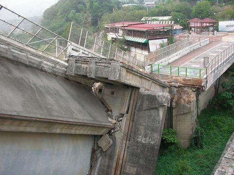 Infrastructure, Roof, Bridge, Slope, Composite material, Concrete, Hill station, Village, Building material, Overpass,