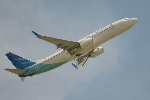 Airplane, Mode of transport, Aircraft, Sky, Daytime, Flight, Airliner, Transport, Airline, Air travel,