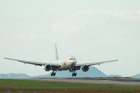 Airplane, Daytime, Aircraft, Airliner, Aircraft engine, Airline, Jet engine, Plain, Wide-body aircraft, Aviation,