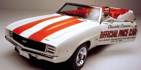 Tire, Wheel, Automotive design, Vehicle, Land vehicle, Car, Automotive exterior, Hood, Red, Classic car,