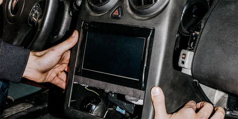 Build This DIY Touchscreen Music Player for Your Car